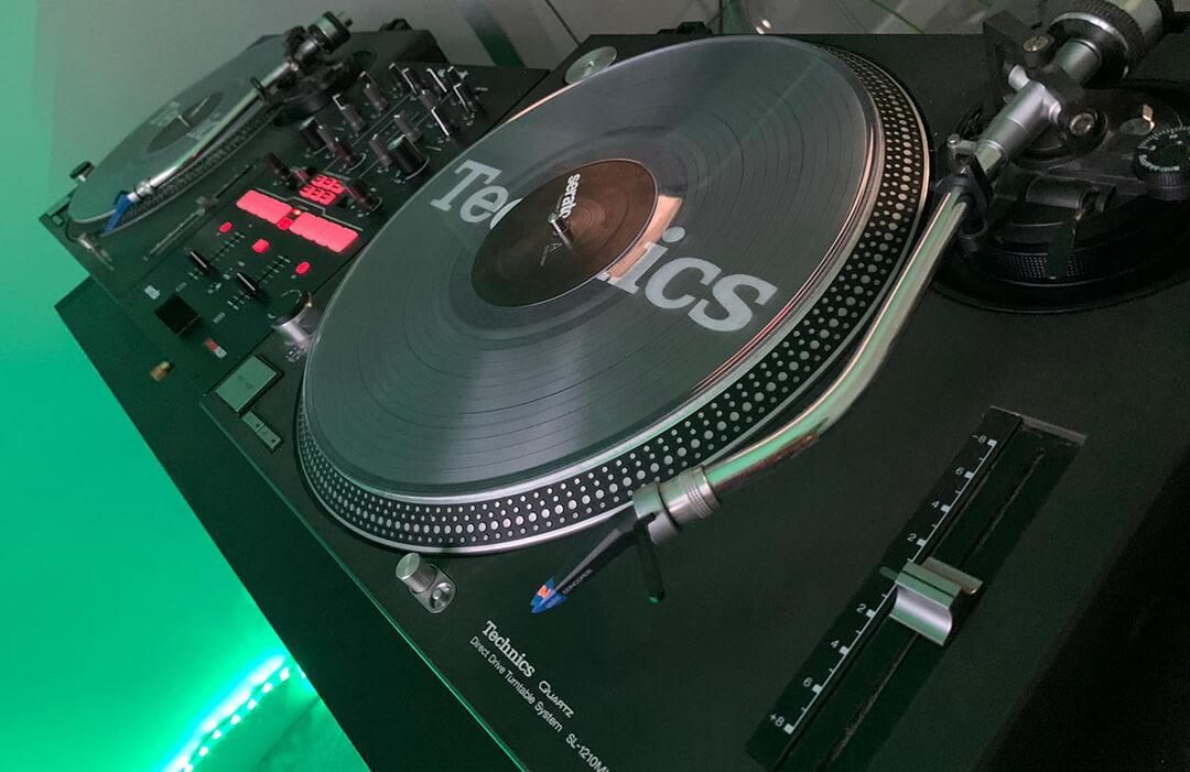 Technics 1210s